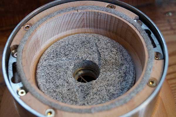 Mahlkammer aus heimischen, massiven und unbehandelten Holz